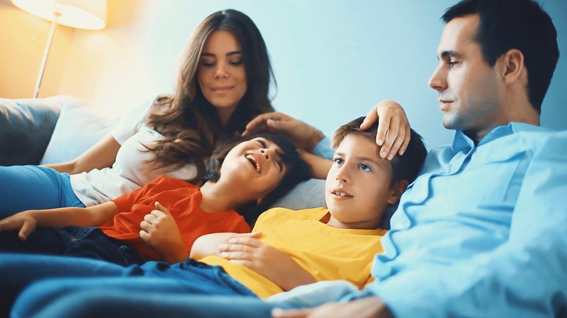 Faut-il révéler à un enfant adopté qui sont ses géniteurs ?